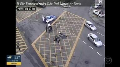 Acidente interdita cruzamento da S. Francisco Xavier, Tijuca - Um acidente entre ônibus e uma moto interditou cruzamento da S. Francisco Xavier com a Avenida Professor Manoel de Abreu, na Tijuca.