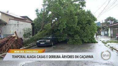 Temporal deixa ruas alagadas e causa estragos em Caçapava, Jacareí e Lorena - Cidades tiveram ruas alagadas, casas invadidas pela água e quedas de árvore. Caçapava, a mais atingida, teve registro de 22 quedas de árvore.