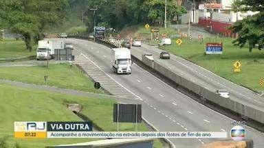 Rodovias do RJ têm grande movimento de veículos depois das festas de fim de ano - Nesta segunda-feira (6) ainda tem muita gente nas estradas do estado.