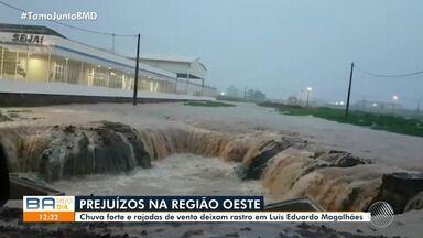 Cratera é aberta após chuva forte em Luís Eduardo Magalhães, no oeste do estado - Temporal causou transtornos na cidade.