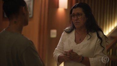 Lurdes pede demissão da casa de Vitória - A babá diz que não tem condição de trabalhar mais na casa da advogada e pede para contar tudo a Sandro