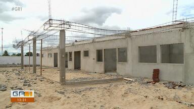 Obra do Centro de Distribuição de Alimentos no bairro Quati ainda não foi concluída - A construção foi iniciada em 2015.