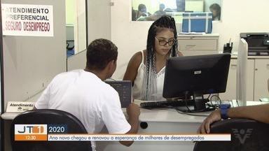 Ano novo renova esperanças de quem busca por um emprego - Munícipes buscam por oportunidades no Centro Público de Emprego de Santos.