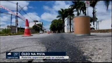 Novo vazamento de óleo é registrado em Divinópolis - Trecho na Avenida Paraná precisou ficar parcialmente interditado nesta terça-feira (7). A Secretaria Municipal de Trânsito e Transportes (Settrans) vai investigar as causas.