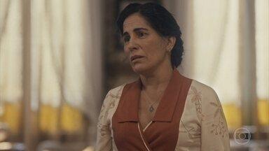 Lola pede para Alfredo se afastar de Adelaide, a fim de que Emília ajude Carlos - Carlos e Alfredo começam a discutir e Lola os repreende