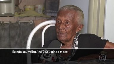 Mulher completa 116 anos e mostra disposição para viver - Dona Severina está lúcida e faz atividades em casa