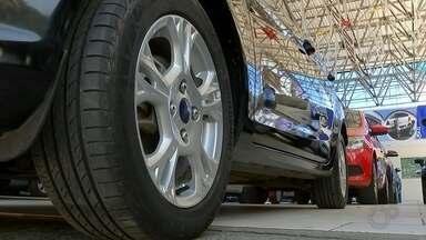 Levantamento aponta crescimento na venda de veículos pela internet - Um levantamento feito pela Federação Nacional de Distribuição de Veículos Automotores apontou crescimento na venda de veículos pela internet.