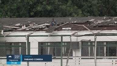 Temporal provoca estragos em bairros de Blumenau - Temporal provoca estragos em bairros de Blumenau