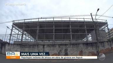 Moradores de Itapuã reclamam de abandono da obra de recuperação do ginásio de esportes - Equipamento deveria ter sido entregue para a comunidade em janeiro do ano passado.