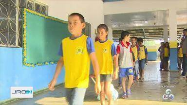 Com calendários pendentes de 2018, parte de alunos voltam às aulas em Porto Velho - Escola Rural Deigmar Moraes de Souza, no ramal Cujubim, foi uma das instituições que retomou os trabalhos letivos e estavam parados por falta de transporte escolar.