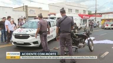 Motociclista morre atingido por caminhão na Avenida Dom Pedro I em Ribeirão Preto - Acidente aconteceu depois que condutor foi dar partida e foi surpreendido com arranque.