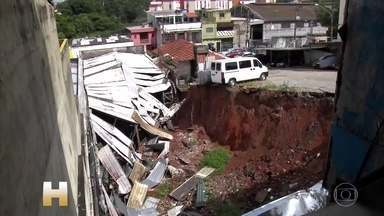 Mulher é arrastada pela enxurrada e morre em Ferraz de Vasconcelos, SP - Os temporais de verão chegaram com muita força, causando estragos e até mortes. E a previsão para esta quinta-feira (9) é de chuva muito forte.