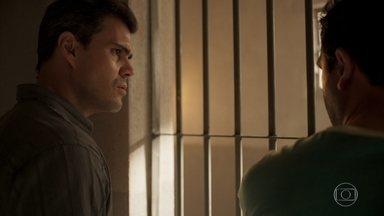Magno confirma que Jader foi coagido a confessar o crime contra Genilson - Filho de Lurdes conversa com um colega de cela, que revela que o suspeito foi transferido de cela por um policial