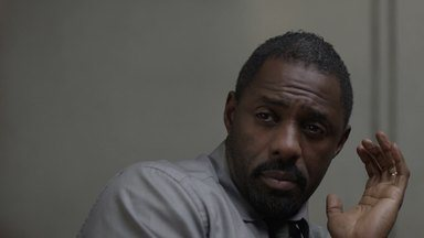 Episódio 1 - O diretor de Inteligência John Luther retorna à ativa após sofrer um colapso nervoso por conta da captura de um sequestrador. Seu primeiro caso é de um duplo assassinato.