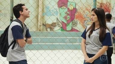 Diana garante a Marquinhos que não usará mentiras contra Celso - A candidata ao grêmio reclama de Nanda e diz que a menina se veste de forma vulgar para ir á escola