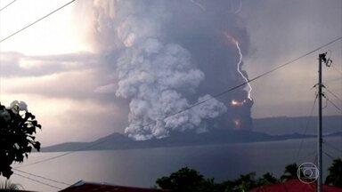 Risco de erupção do vulcão Taal, nas Filipinas, sobe para o nível quatro - Vulcão pode entrar explodir ou entrar em erupção nas próximas horas. Autoridades recomendam que população deixe região proxima a capital Manila.