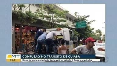 Motorista de guincho é agredido ao guinchar moto estacionada na calçada - Motorista de guincho é agredido ao guinchar moto estacionada na calçada