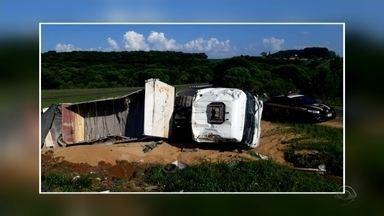 Motorista embriagado é preso após capotar caminhão em Carazinho - Ninguém ficou ferido no acidente.