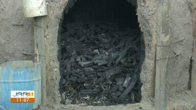 Fumaça causa transtornos aos moradores do Distrito industrial - Segundo eles, a carvoaria não tem autorização para funcionamento