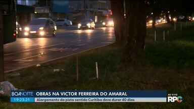 Obras deixam o trânsito lento na principal ligação entre Pinhais e Curitiba - Alargamento da pista da Victor Ferreira do Amaral sentido Curitiba deve durar 40 dias.