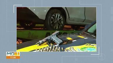 Dois homens foram presos após tentativa de fuga e troca de tiros com a Polícia - Homens seguiam de BH para Medina, no vale do Jequitinhonha. Os dois foram encaminhados para a delegacia da Polícia Federal.