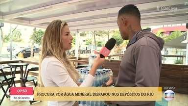 Procura por água mineral disparou nos depósitos do Rio - Patrícia Poeta dá dica de como por água para o seu animal beber