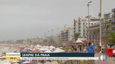 Mesmo com previsão de chuva, Cabo Frio continua lotado - A tendência é de movimento aumentar ainda mais com o feriado de São Sebastião na capital.