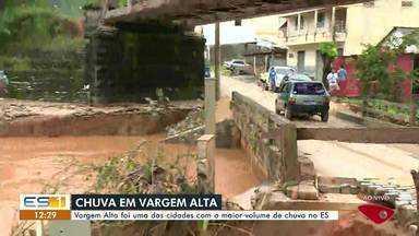 Rio inunda e invade casas em Vagem Alta, no Sul do ES - Vargem Alta foi uma das cidades com o maior volume de chuva no ES.