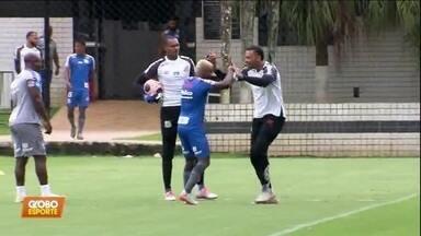 As caras novas no Santos começam pela defesa - Com a saída de jogadores, Jesualdo troca parte da defesa e precisa de novidades para o lugar de Soteldo