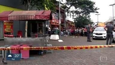 Polícia procura criminoso que matou comerciante a tiro na Zona Sul - O homem passou de moto atirando e baleou também um senhor de 62 anos.