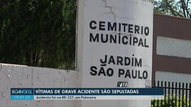 Vítimas de acidente na BR-277 são sepultadas em Foz do Iguaçu - Cinco pessoas da mesma família morreram em um acidente entre um ônibus e um carro, na região de Palmeira, na última quinta-feira (16).
