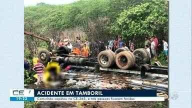 Três pessoas ficam feridas em capotamento na CE-265 em Tamboril - Confira mais notícias em g1.globo.com/ce
