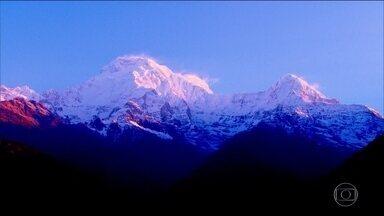 Sete alpinistas desaparecem no Nepal após avalanche - Quatro sul-coreanos e três nepaleses desapareceram quando escalavam o Monte Annapurna.