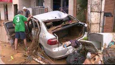 Após temporal, moradores de Iconha continuam sem água potável e energia elétrica - Três pessoas morreram na cidade.