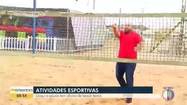 Sesc Verão em Rios das Ostras tem oficina de beach tennis - O atleta Alessandro Calbucci ensina o esporte para Adison Ramos.
