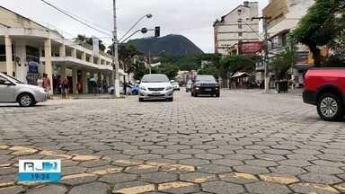 Nova Friburgo, RJ, põe guardas municipais para atuarem no trânsito - Medida visa ordenar e coibir infrações praticadas por motoristas.