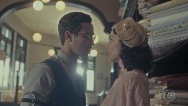 Soraia conta para Julinho que Isabel vai interceder por ele - Ela diz que estão mais próximos e trocam favores. Afonso fica furioso com o telefonema mudo