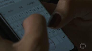 Criminosos invadem contas do WhatsApp para pedir dinheiro aos contatos das vítimas - Convites para festas falsas, serviços personalizados, entre outros. Golpe do WhatsApp afeta diversos usuários brasileiros. App recomenda ativação da verificação em duas etapas.