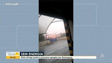 Amargosa: Poste que alimenta a subestação da Coelba é atingido por raio e pega fogo - Caso aconteceu na tarde de quinta-feira (23), quando caíram fortes chuvas na cidade.