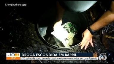 Polícia encontra 70 kg de pasta base de cocaína em Abadia de Goiás - Droga estava enterrada em fazenda.