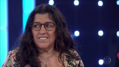 Luciano Huck ajuda Lurdes a despistar Januário - Ela fica incomodada quando apresentador cita Januário