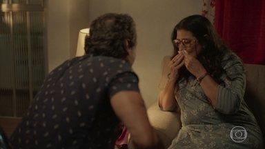Lurdes decide marcar encontro com suposto filho - Januário apoia a mãe de Domênico