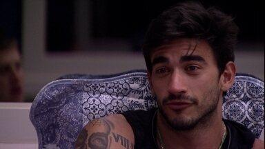 Guilherme comenta sobre o paredão: 'Eu vou ficar feliz e triste do mesmo jeito' - Guilherme comenta sobre o paredão: 'Eu vou ficar feliz e triste do mesmo jeito'