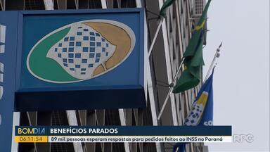 Benefícios do INSS estão parados - 89 mil pessoas esperam respostas para pedidos feitos ao INSS, no Paraná.
