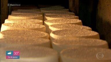Nakamura e Jimmy mostram como é a produção de queijo em Minas Gerais - Jovens produtores artesanais investem na manutenção de queijos no Serro