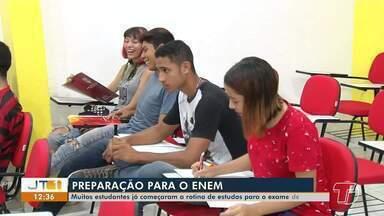 Estudantes iniciam preparação para o ENEM 2020 - Cursinhos preparatórios já estão lotados de candidatos que desejam ingressar no ensino superior.