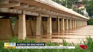Rio Doce atinge cota de inundação em Colatina, ES - O primeiro ponto em que a água começou a invadir a rua foi entre os bairros Marista e Esplanada. A previsão é de que o nível do rio continue subindo nesta segunda-feira (27).