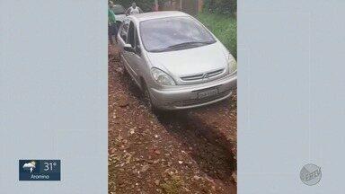 'Até Quando?' cobra asfalto em rua no Jardim Itaú em Ribeirão Preto - Desde 2017, moradora reclama de problemas causados pela lama no local.