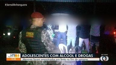 Adolescentes são encontrados usando drogas e bebidas alcoólicas em festa, em Goiânia - A Polícia Militar e a Guarda Civil Metropolitana apreenderam substâncias que podem ser maconha, cocaína e ecstasy.