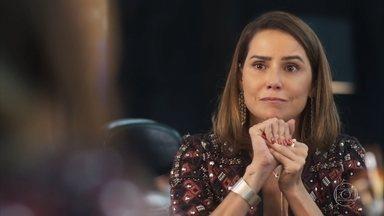Alexia consegue o papel de destaque na novela - Ela vibra com a boa notícia e conta que Petra conseguiu um papel como elenco de apoio